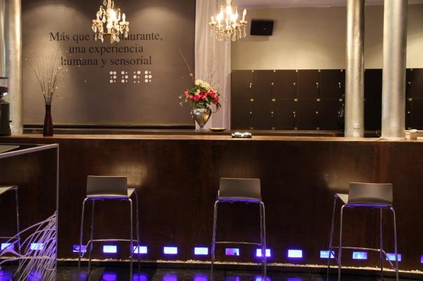 5 bars et restaurants insolites de barcelone. Black Bedroom Furniture Sets. Home Design Ideas