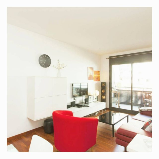 Todays apartment is located in Barcelonas Eixample Here is itshellip