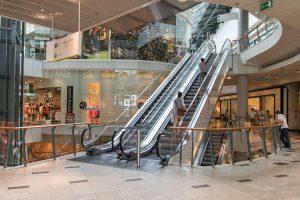 escaliers mécaniques dans les centres commerciaux