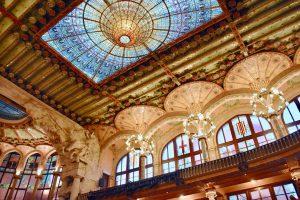 intérieur du palais de musique de barcelone