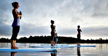 Pilates et SUP yoga sur la plage de Barcelone