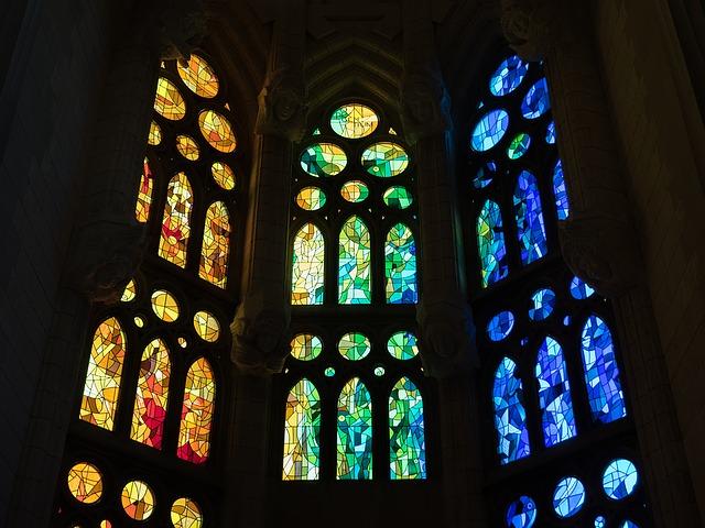 vitrail d'une église