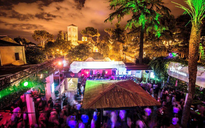 Les Boîtes De Nuit Avec Terrasse à Barcelone