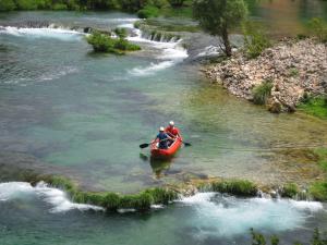 paddle-canoeing-kayak-canadians-canadian-canoe
