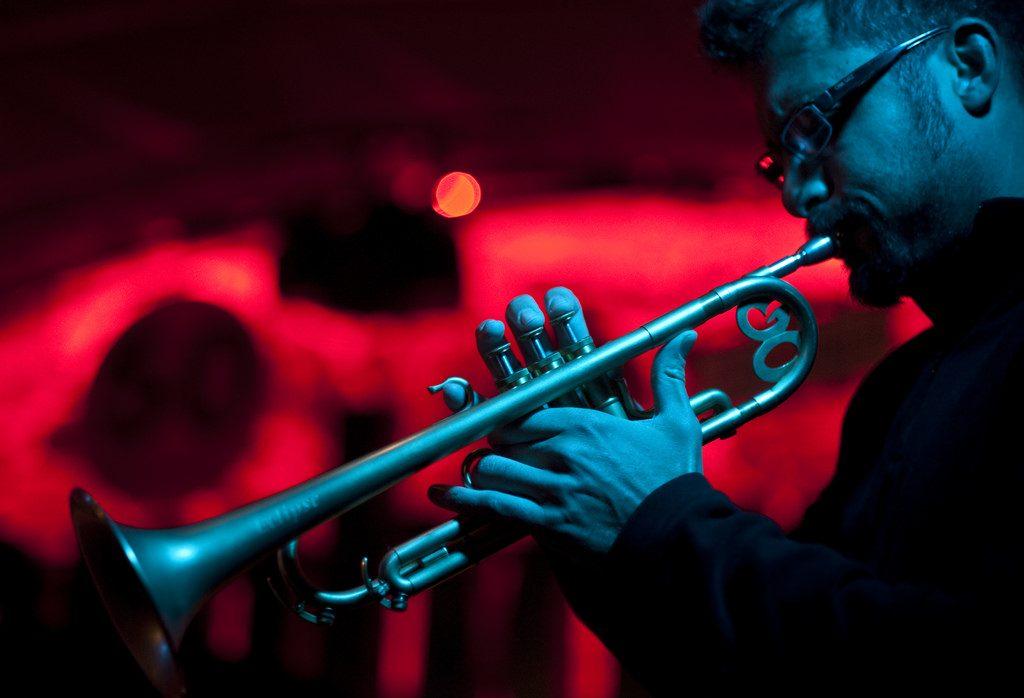 jamboree homme jouant de la trompette