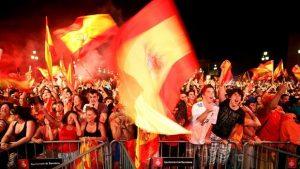 En 2010, un écran géant avait diffusé la finale de la Coupe du Monde sur la Plaça Espanya. Source : www.abc.es