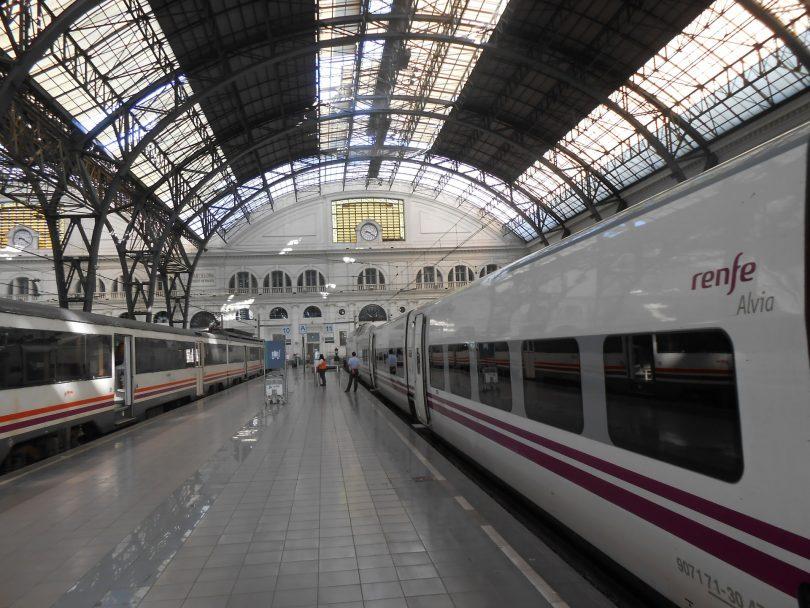 trains en attente dans une gare