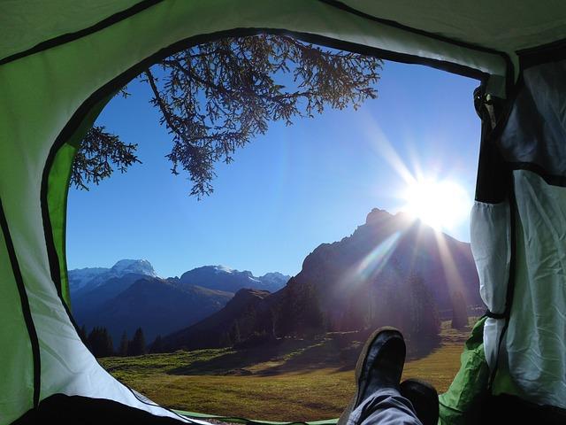 camping et vue d'une tente