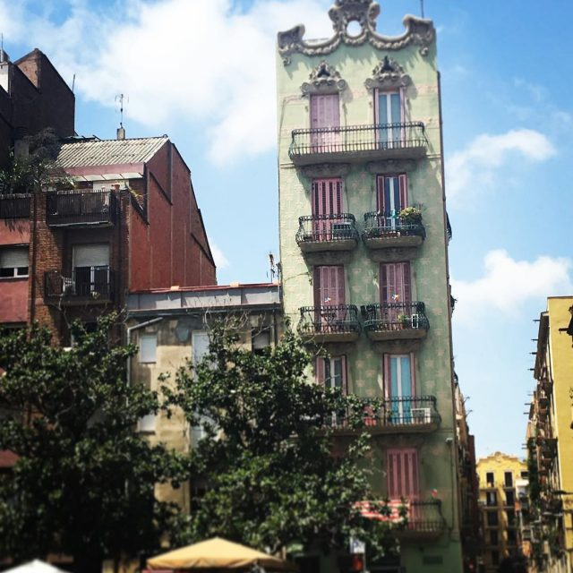 Un bonito edificio ubicado en Grcia placadelsol catalunya barcelona bcnhellip