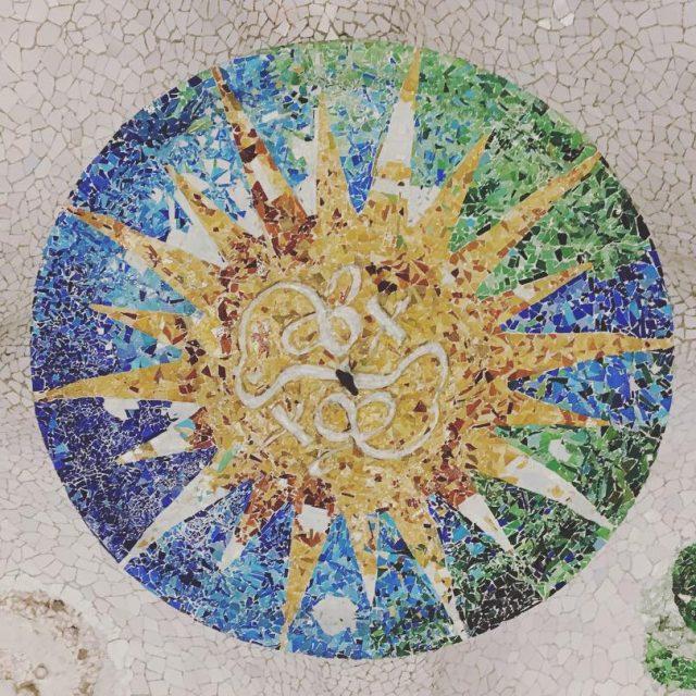 Esto se encuentra en el Park Gell colors barcelonacity catalunyahellip