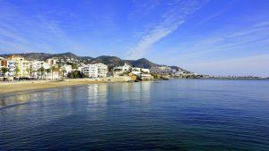 village au bord de la mer