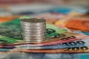 pieces de monnaie et billets de banque