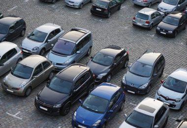 voitures stationnées parking