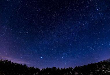 ciel bleu étoilé