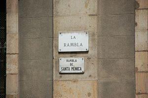 panneau sur un mur indiquant la rambla