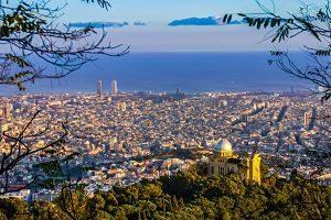 vue sur la ville de barcelone et la mer