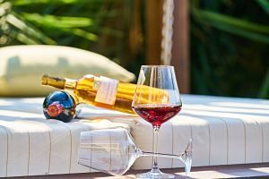 verre de vin et bouteille