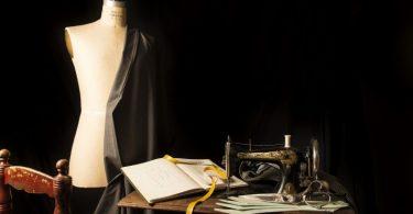mannequin et machine de couture