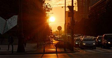 route au soleil couchant