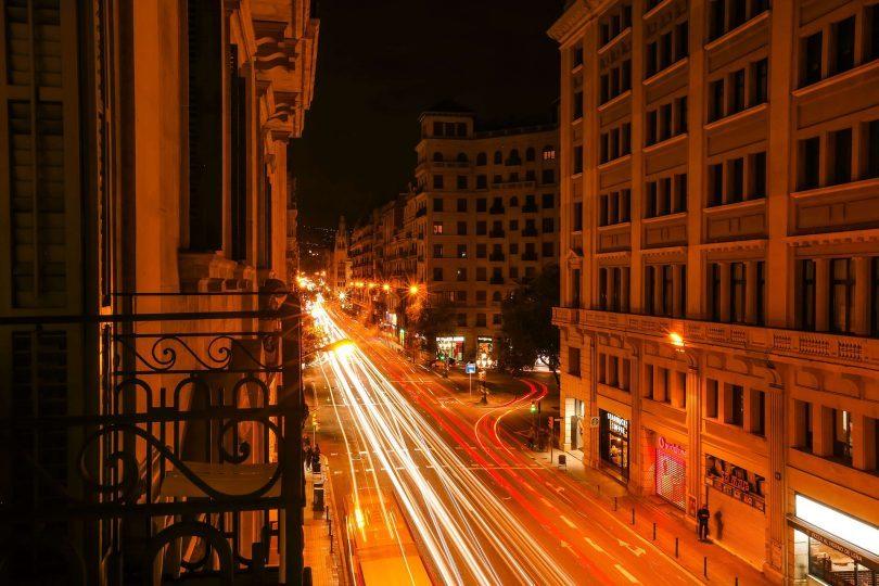 rue de barcelone la nuit