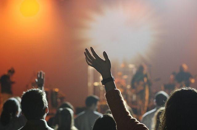 gens dans un concert de musique