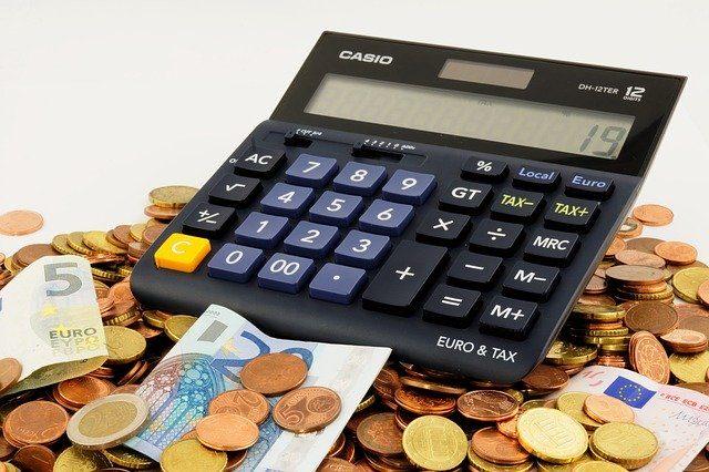 argent et calculatrice