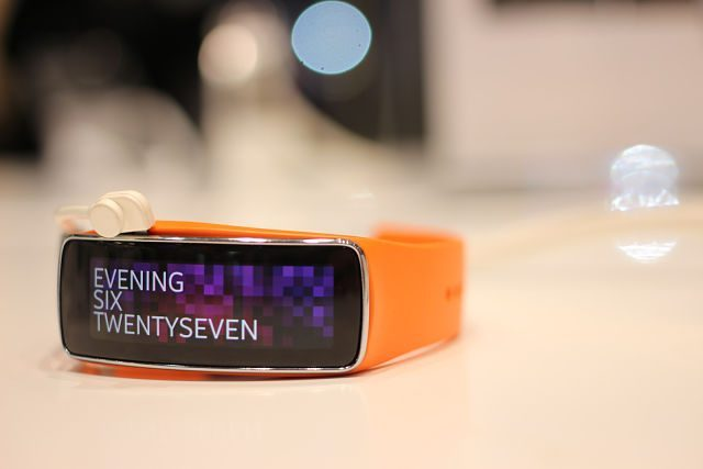 montre numérique orange