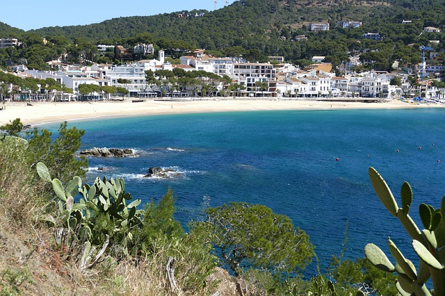 plage avec vue sur la mer de la costa brava
