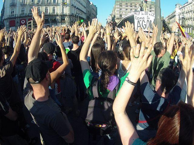 manifestation de femmes dans la rue