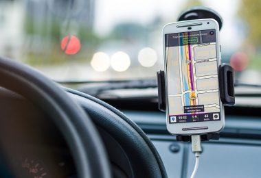 application de navigation d'un téléphone dans une voiture