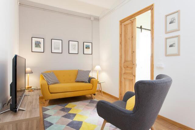 salon, meubles, canapé jaune