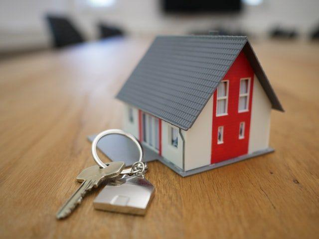 maison miniature avec jeu de clé