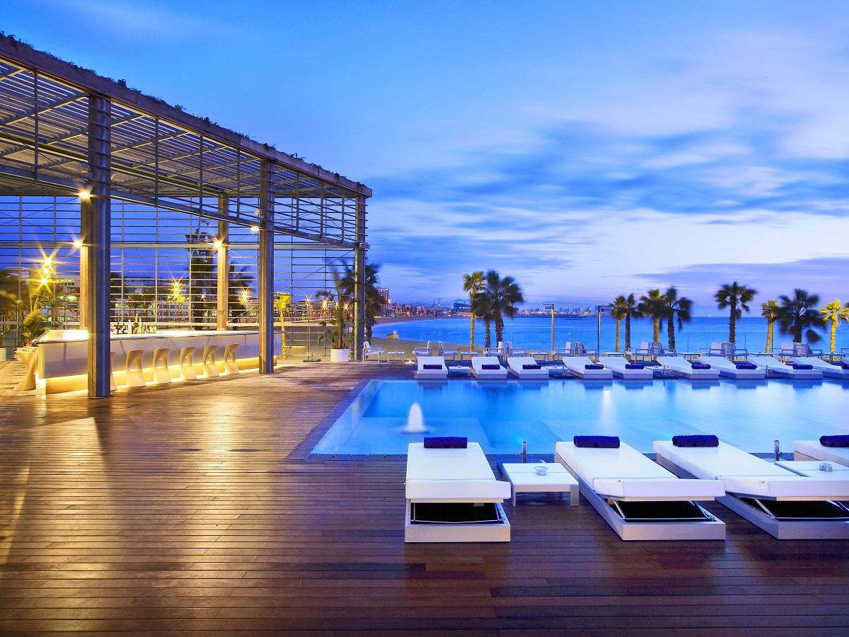 D guster une paella avec vue sur la mer shbarcelona for Piscine w barcelone